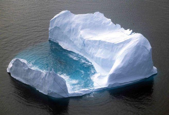 800px-Iceberg_1_1997_08_07